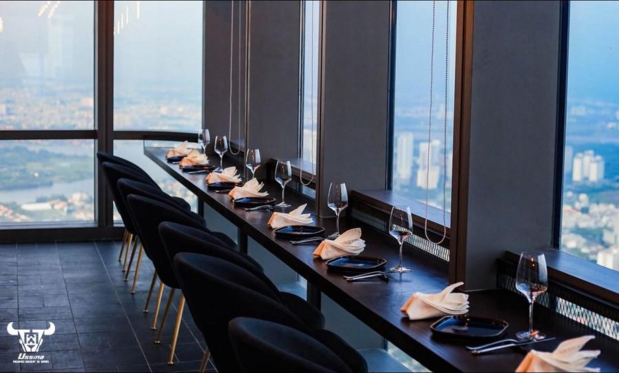 Nhà hàng có view đẹp nhìn ra khu công viên Vinhome Central Park và về hướng trung tâm quận 1.