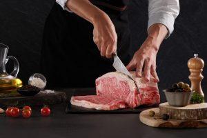 Khối thịt bò Snow-Aging Wagyu săn chắc hơn nhưng vẫn giữ nguyên màu sắc ban đầu