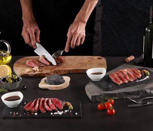 Món thịt bò Snow-Aging Wagyu nướng trên đá núi Lửa- Phú Sĩ tại nhà hàng Ussina Sky 77
