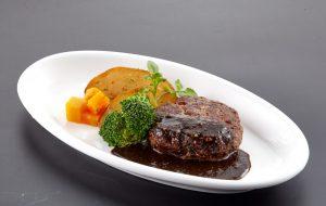 Món Hambagu bò Wagyu sốt tiêu thường có trong thực đơn của nhà hàng Pháp