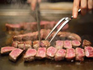 Thịt bò Wagyu là ngôi sao của đầu bếp Nhật Bản khi chế biến trên bếp Teppanyaki