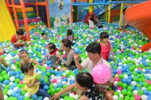 Địa điểm tổ chức tiệc sinh nhật cho bé gần khu vui chơi rất tiện để tổ chức nhiều hoạt động