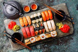 Sushi là món ăn nổi tiếng trong ẩm thực Nhật có nguồn gốc từ món Nare-zushi