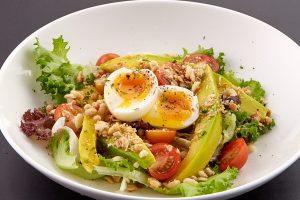 Ăn Salad thường xuyên có lợi ích làm đẹp da, tránh được nguy cơ mắc các bệnh về mắt,...