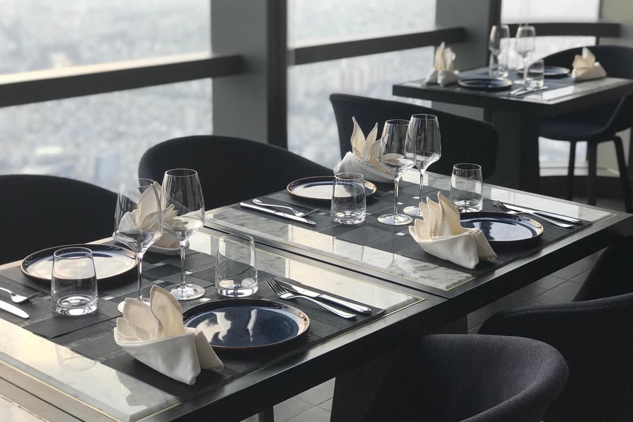 Trang trí bàn tiệc sang trọng, tinh tế tại nhà hàng Ussina