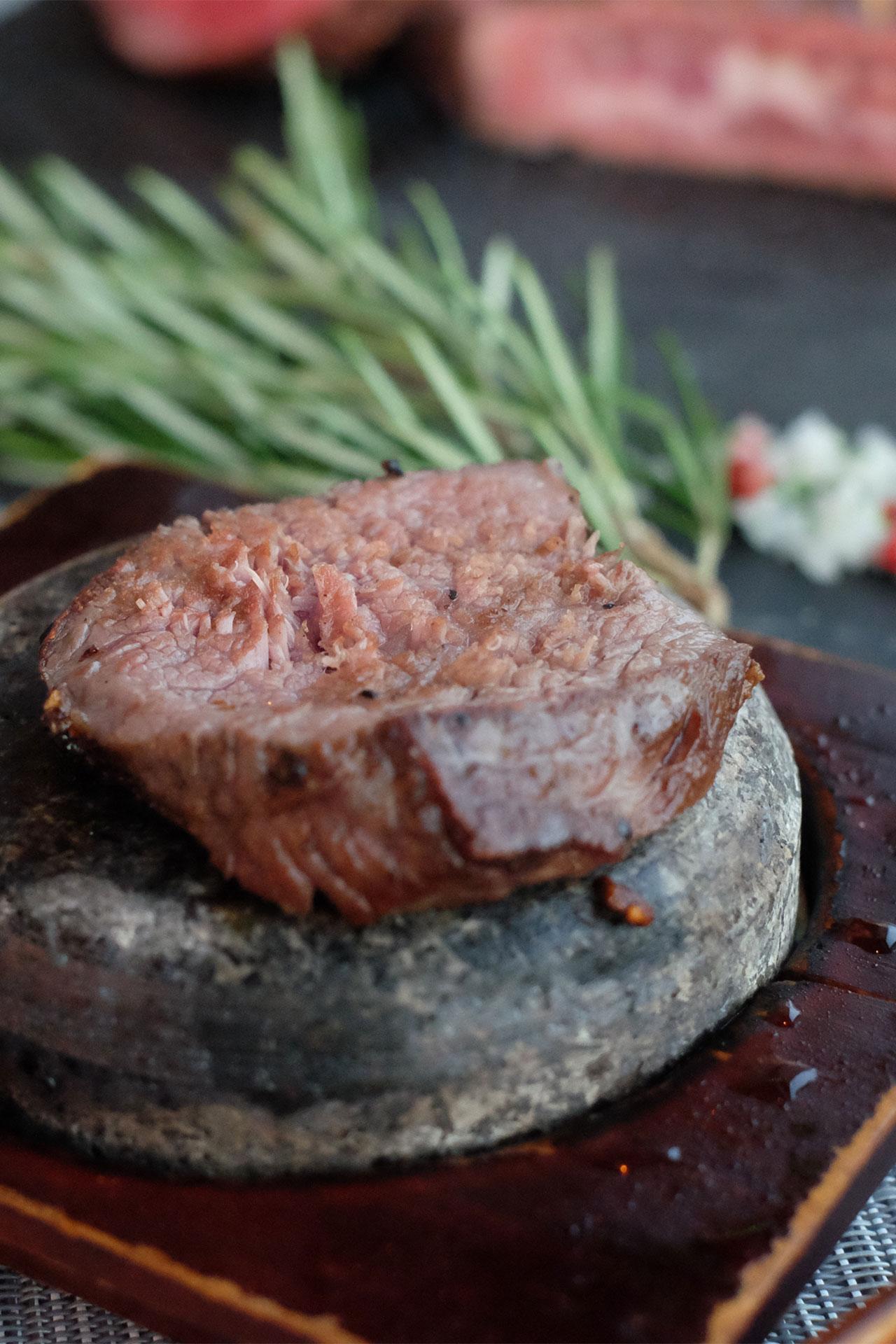 Bò nướng đá phong cách Nhật