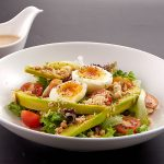 Salad bơ trứng lòng đào