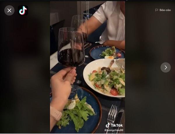 Review nhà hàng Ussina